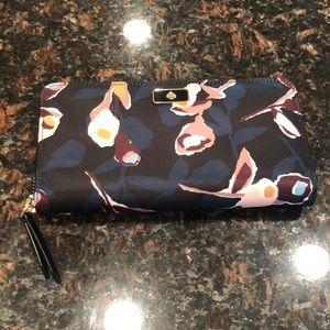 Kate Spade zippered wallet
